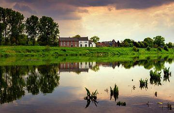 Uitzicht over de Maas, Limburg, Nederland van Adelheid Smitt
