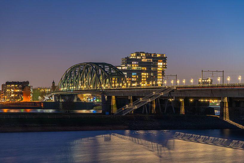 Brug over de Waal in Nijmegen van Jeroen Kleiberg