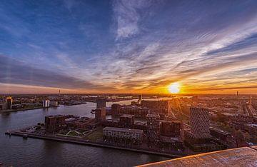 Paysage urbain de Rotterdam au coucher du soleil depuis l'Euromast sur Gea Gaetani d'Aragona