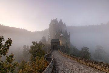 Burg Eltz van Jan Koppelaar