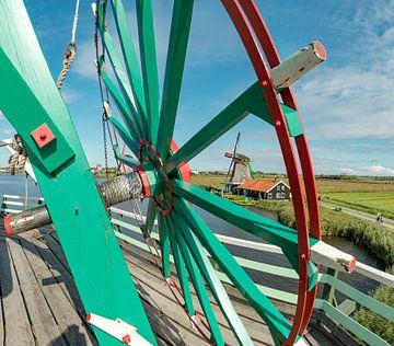 Molen De Zoeker aan de oever van de Zaan, Zaanse Schans, Noord-Holland, Nederland van Rene van der Meer