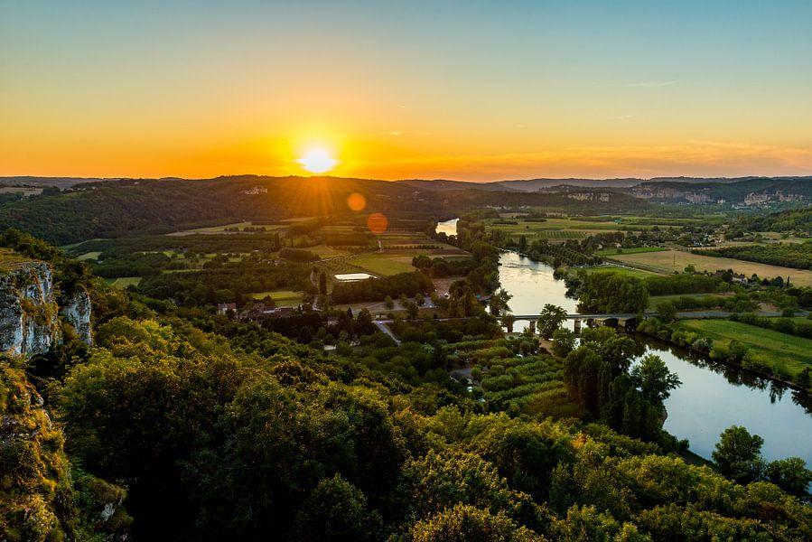 Uitzicht over de Dordogne bij zonsondergang van Marco Schep