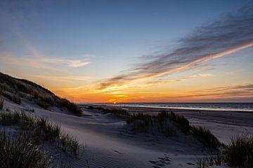 Zonsondergang op Vlieland. van Dylan Bakker