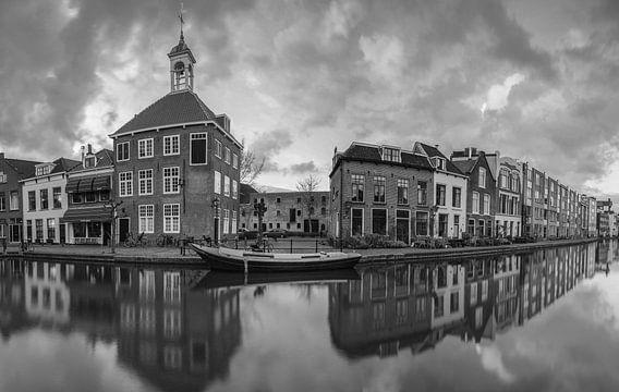 Schiedam panorama in zwartwit