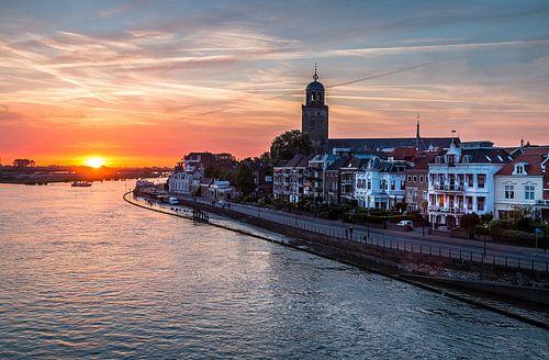 Deventer aan de IJssel bij zonsondergang van