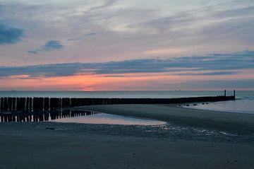 Sonnenuntergangs-Strand Oostkapelle von Oostkapelle Fotografie