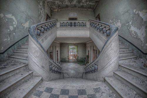 Orphan staircase van