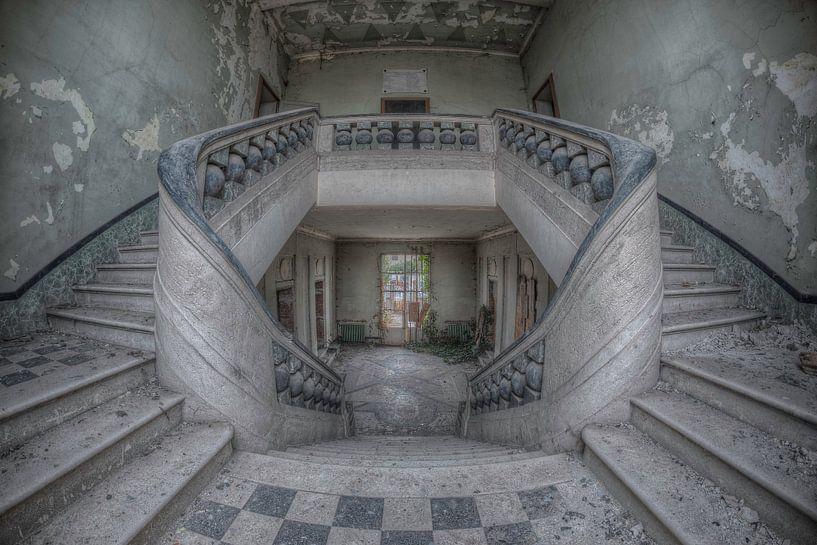 Orphan staircase van Hettie Planckaert
