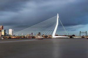 De mooie, indrukwekkende skyline Rotterdam van Miranda van Hulst