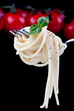 Spaghetti sur une fourchette sur Uwe Merkel