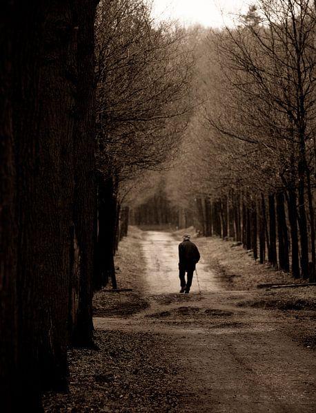 Lonely old man van Hans Koster