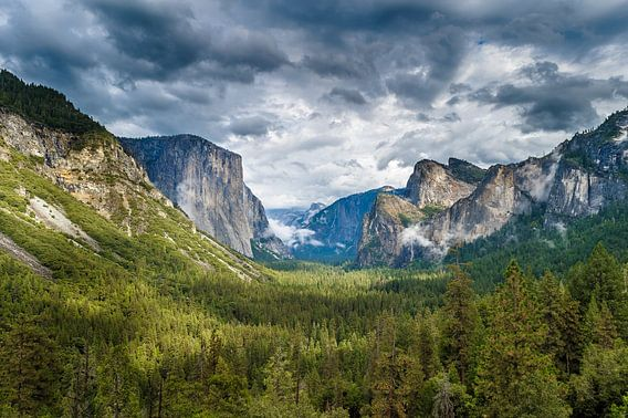 Dreigende wolken boven Yosemite National Park