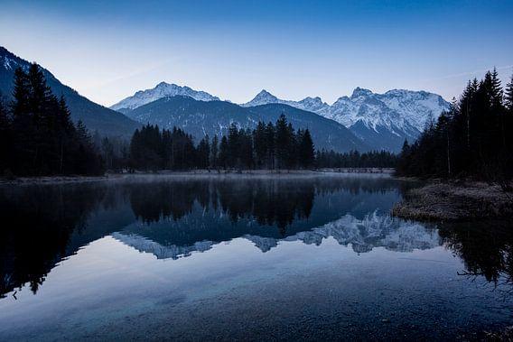 Blaue Stunde am Isarstausee von Andreas Müller