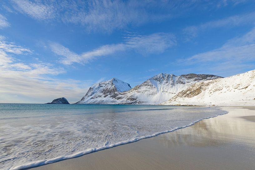 Winters Haukland strand op de Lofoten in Noorwegen van Sjoerd van der Wal