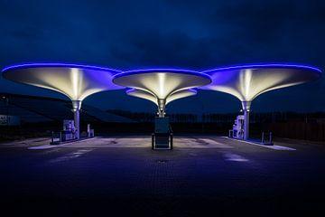 Een futuristisch benzine station van Dick Portegies