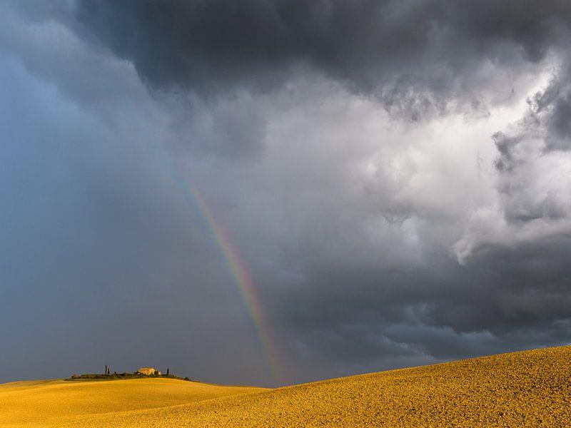 Dramatische hemel in Toscane van Denis Feiner