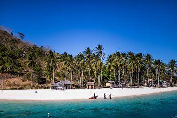 Wunderschöner weißer Strand auf den Philippinen von Yvette Baur
