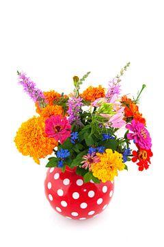 Bouquet coloré de fleurs de jardin sur Ivonne Wierink
