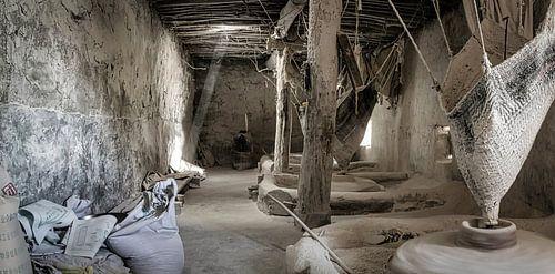Oude graanmolen op waterkracht in Tibet
