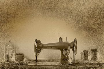 Antike Nähmaschine in Sepia von Humphry Jacobs