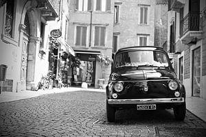 Vintage Fiat 500 oldtimer in Verona -Italië van Jasper van de Gein Photography