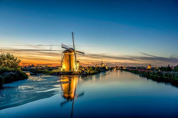 Dutch Windmill Sunset @ Kinderdijk van Michael van der Burg