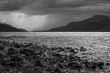 Uitzicht op Loch Ness van Pascal Raymond Dorland