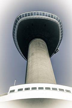 Onder de Euromast in Rotterdam van Fotografie Jeronimo