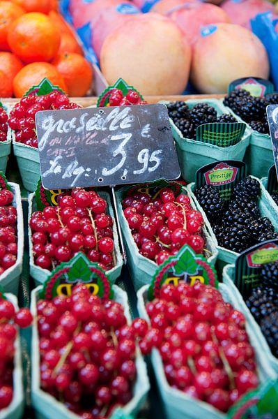 Assortiment fruit op de Franse markt van Ivonne Wierink