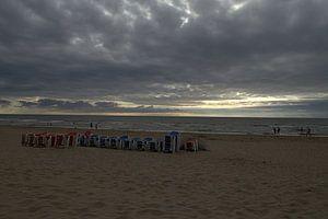 Einde van een dagje strand van Nella van Zalk