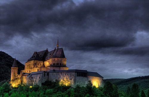 Kasteel Vianden Luxemburg in de avond van