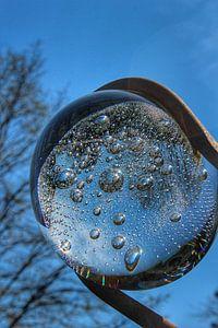 Glazen bol met luchtbellen van