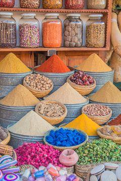 Kleurrijke kruiden en specerijen in Marokko van Bianca Kramer