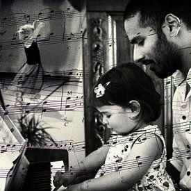 Klein meisje speelt piano van Hanneke Luit