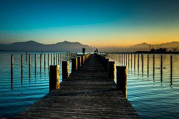 Steg im Sonnenuntergang am Chiemsee von Holger Debek