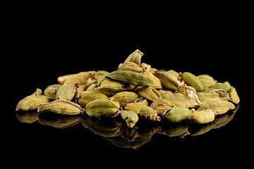 Kademom Zaaddozen en zaden op een zwarte achtergrond van Sjoerd van der Wal