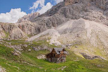 Cabane de montagne dans les Dolomites - Italie sur Bianca Kramer