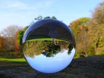 Parkeren in de glazen bol, (glasbollenfotografie) van RaSch_Design