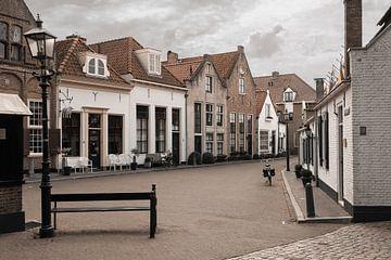 Pitoresk straatje bij de vismarkt in Harderwijk van Elles Rijsdijk