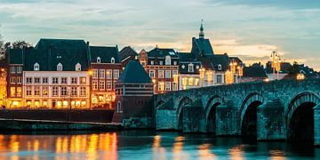 De Sint Servaas brug in Maastricht van Martin Bergsma