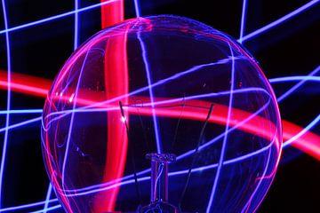 Künstlerische Glühbirne mit Lichtmalerei von Robin Jongerden