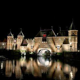 Koppelpoort bij nacht van Jan van der Knaap
