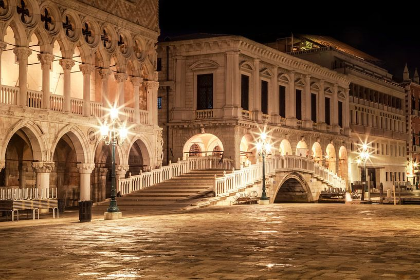 VENICE Riva degli Schiavoni by Night van Melanie Viola