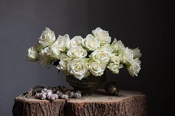 Stilleven met witte rozen in jaren '30 vaas en schelpen van Affect Fotografie