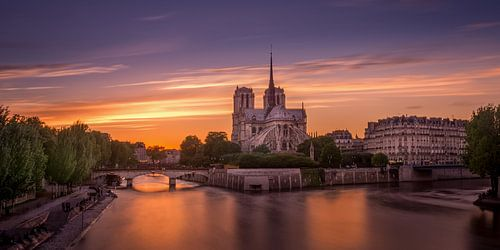 Notre Dame in Parijs bij zonsondergang