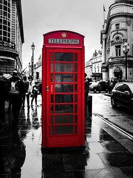 Color-Key Aufnahme einer roten Telefonzelle in London, England. von Edith Albuschat