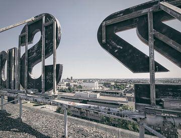 Verlaten plekken: Sphinx fabriek Maastricht Eiffelgebouw uitzicht. von Olaf Kramer