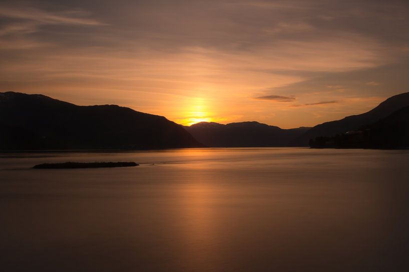Fjord Sundown von Ramon Bovenlander