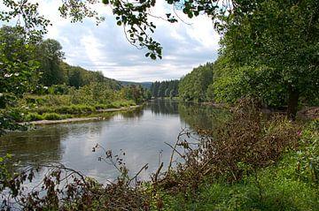 de rivier semois bij de  belgische plaats Bouillon van Compuinfoto .