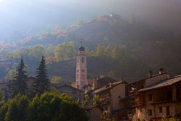 Kirchturm im Valle Maira, Piemont